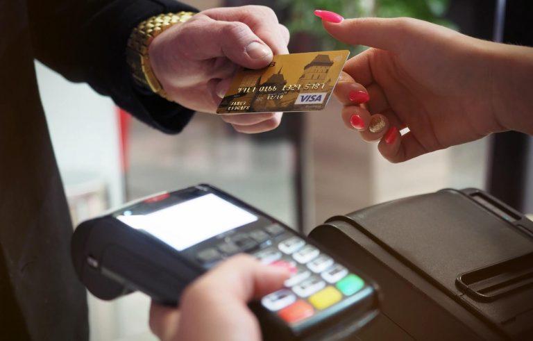 Contanti addio: arriva la cashless society