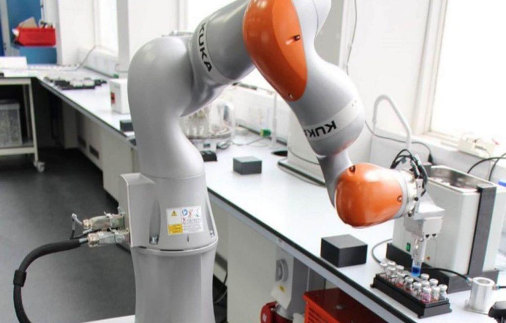scienziato robot